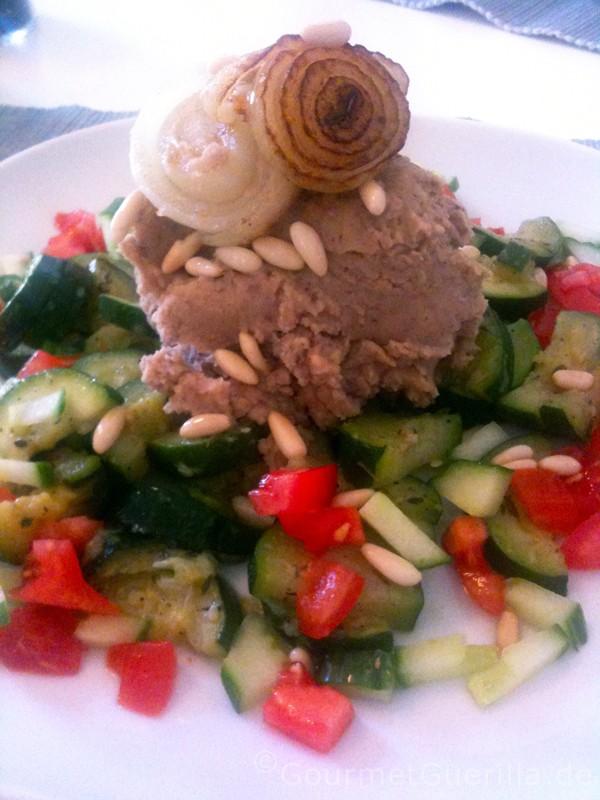Zucchini-Ragout mit Bohnenmus