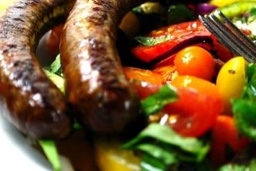 Merguez mit buntem Tomatensalat  GourmetGuerilla.de