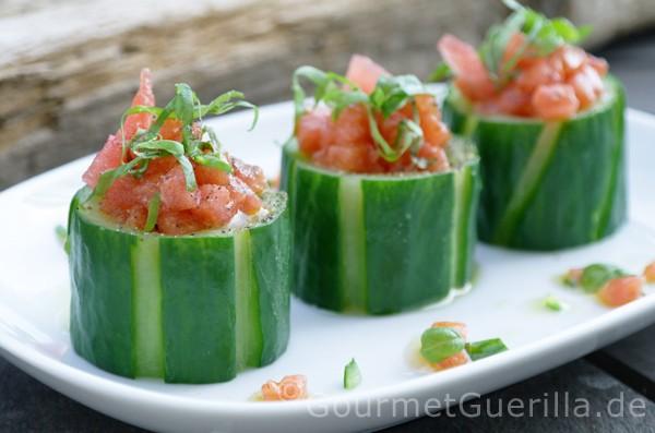 Gurken mit melonensalat gourmetguerilla - Gurken dekorativ schneiden ...