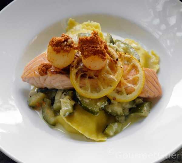 Lachs auf Zitronenpasta mit Tandori-Zwiebeln |FoxyFood,de