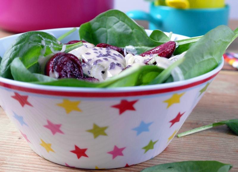 Spinatsalat mit Babyauberginen und Sesamdressing #rezept #gourmetguerilla
