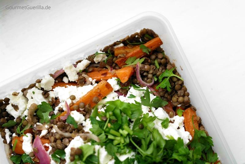 Salat von Puy-Linsen und gebackenen Karotten mit Schafskäse |GourmetGuerilla.de
