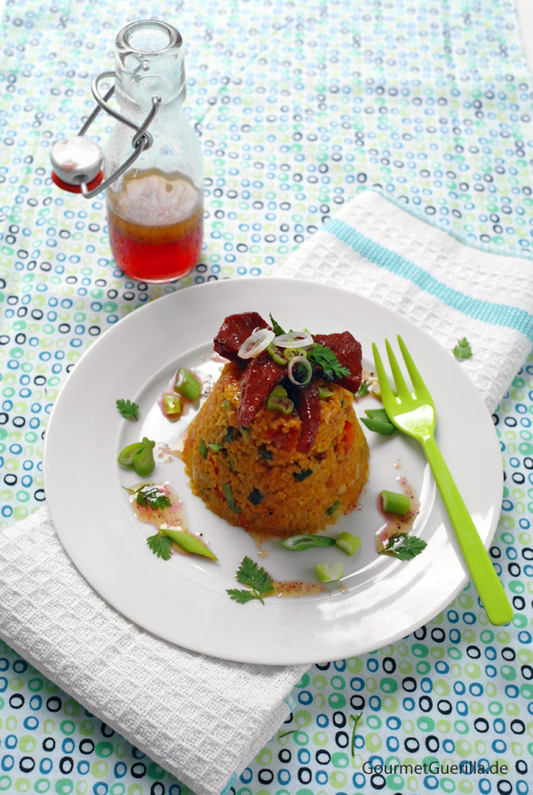 Bulgursalat mit Sucuk-Chips und Granatapfel-Dressing |GourmetGuerilla.de