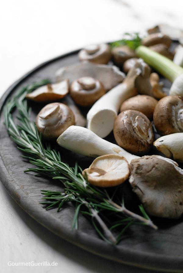 Tagliatelle mit Kräuter- Pilzen und Wachtelbohnen |GourmetGuerilla.de