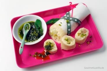 Sommerrolle mit Michreis, Rhababer und Pistazien-Pesto #rezept #gourmetguerilla