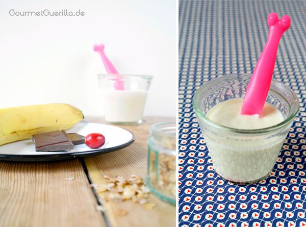 Zutaten für ein Fruehstuecks-Bananen-Spilt auf einem Teller und Soja-Joghurt im Glas mit Loeffel