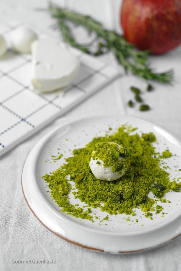 Mit Honig gefüllte Ziegenkäse-Kugeln im Pistazienmantel |GourmetGuerilla.de