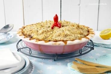 Pie mit Lauch, Erbsen und Bohnen-Feta-Kruste
