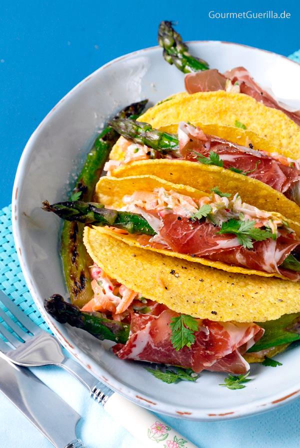 Spargel-Coleslaw mit Coppa-Roellchen in der Tacoschale #rezept #gourmetguerilla #ideenmitspargel