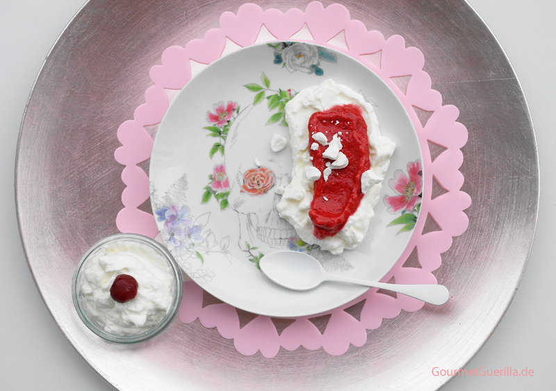 Kirschsorbet auf Knuspersahne #rezept #gourmetguerilla #nachtisch