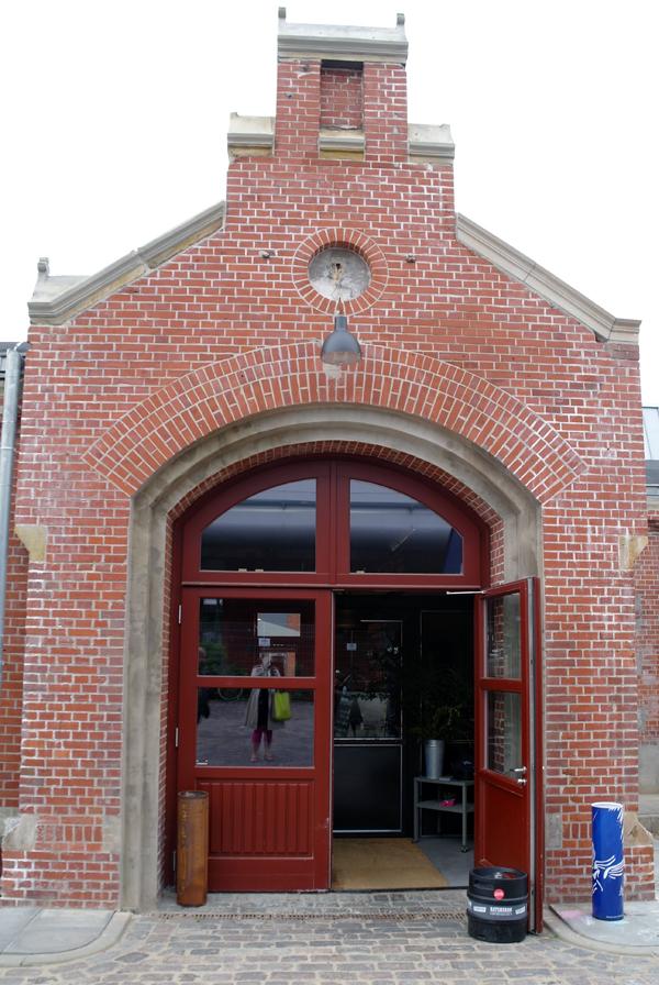 Altes Maedchen Eingang