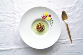 Bonesucking Lachs-Salsa in Avokado-Buttermilch-Kaltschale #rezept #gourmetguerilla