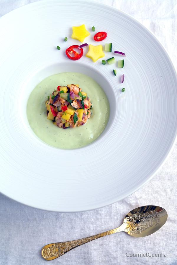 Bonesucking Lachs-Salsa in Avokado-Buttermilch-Kaltschale #gourmetguerilla #rezept #sommer #suppe