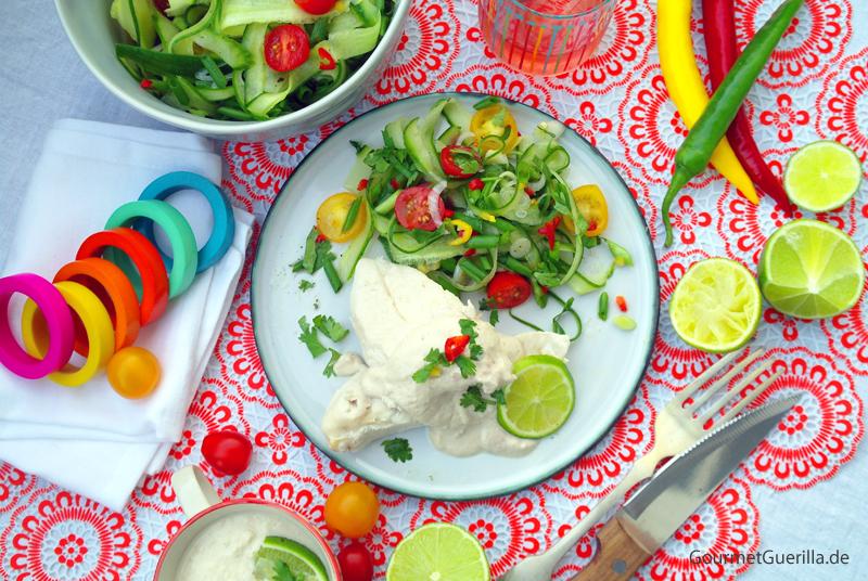 Huehnchen mit Walnusssoße und scharfem Gurkensalat #rezept #gourmetguerilla #mexiko