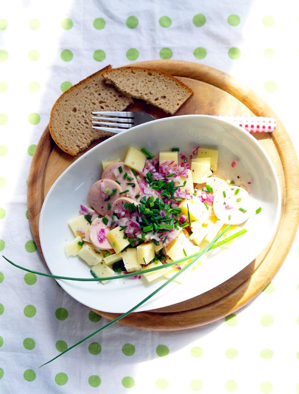 Schweizer Wurstsalat mit Cervelat und Bergkaese
