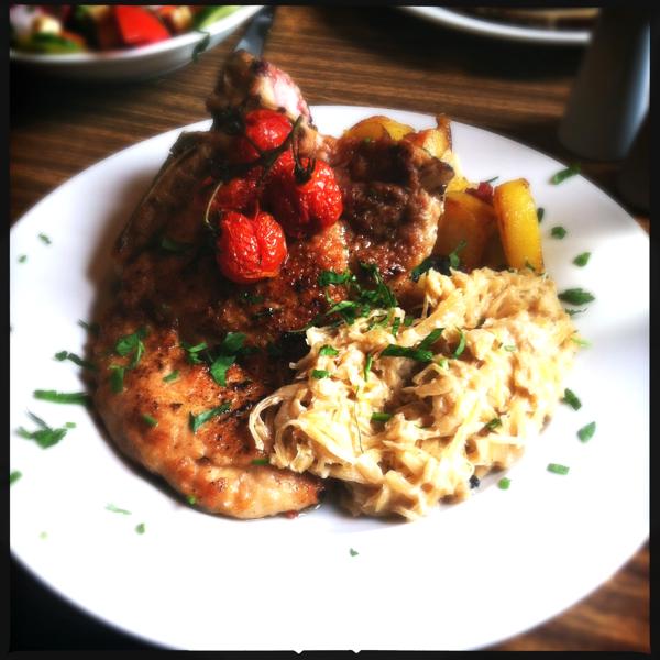 Oberhafenkantine Kotelett mit Sauerkraut