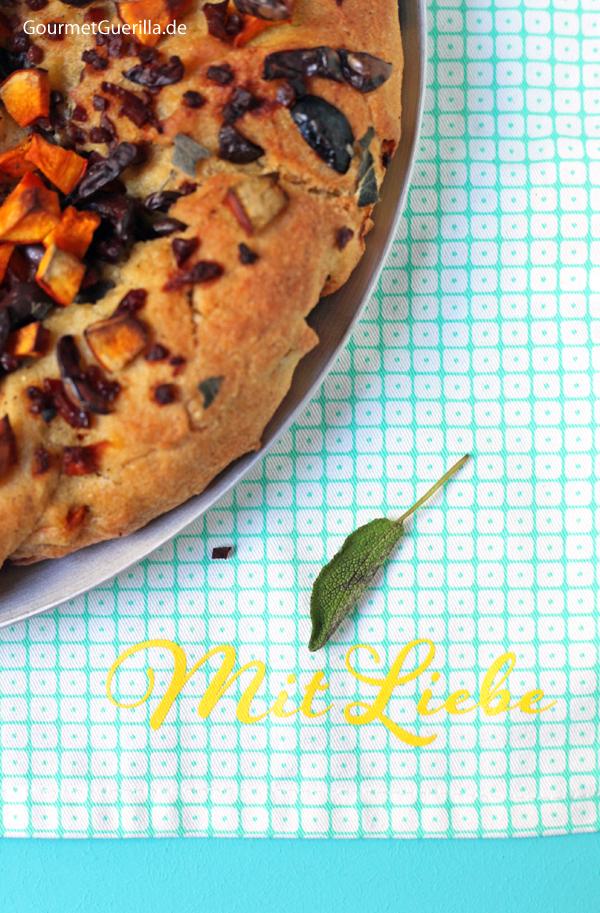 Brotkranz mit Kürbis, Schinken, Oliven und Salbei #rezezpt #gourmetguerilla #mitliebe