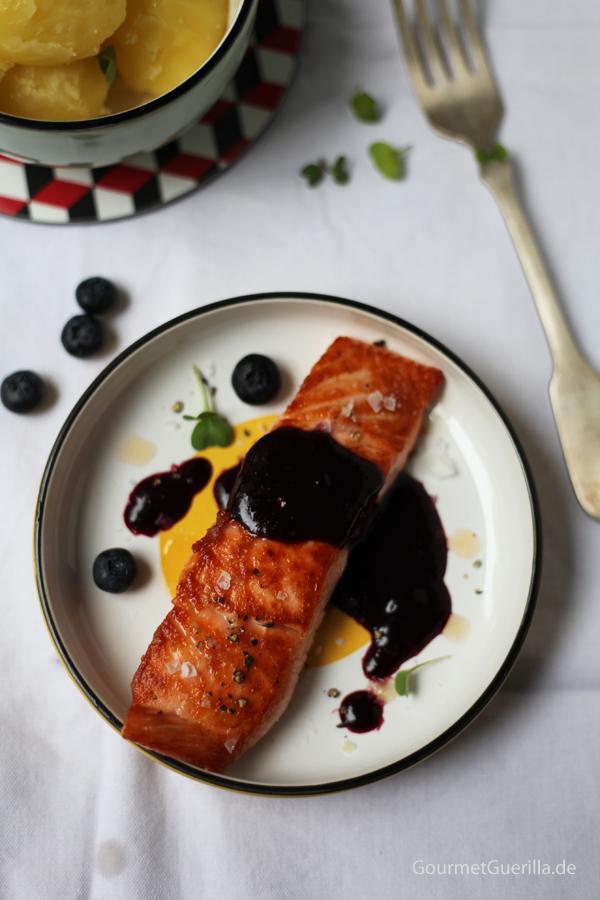 Lachs mit herbsüßer Blaubeersoße #rezept #gourmetguerilla