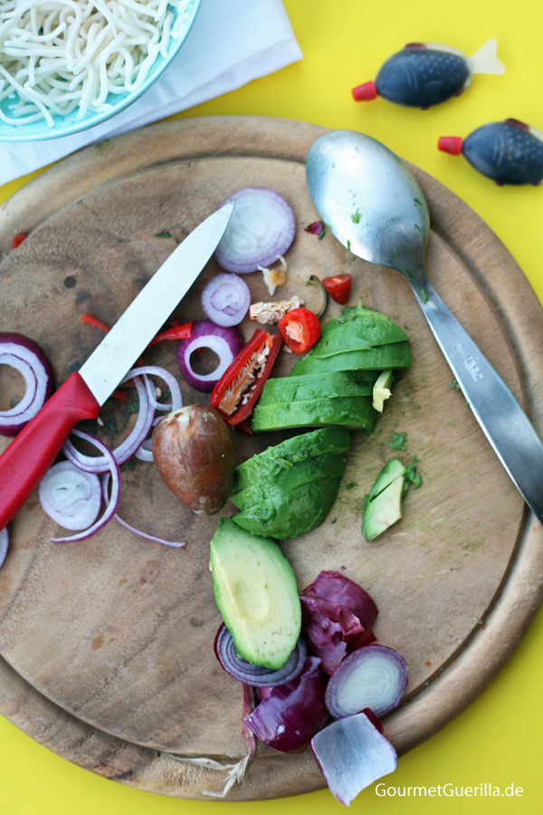 Ramen-Burger mit Sojasosse, Avocado und Chili-Mayo Zutaten #rezept #gourmetguerilla