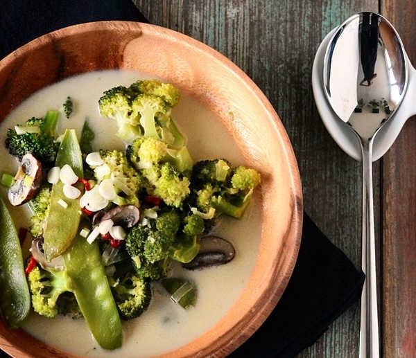 Grünes Curry mit Kokosmilch und Basmatireis