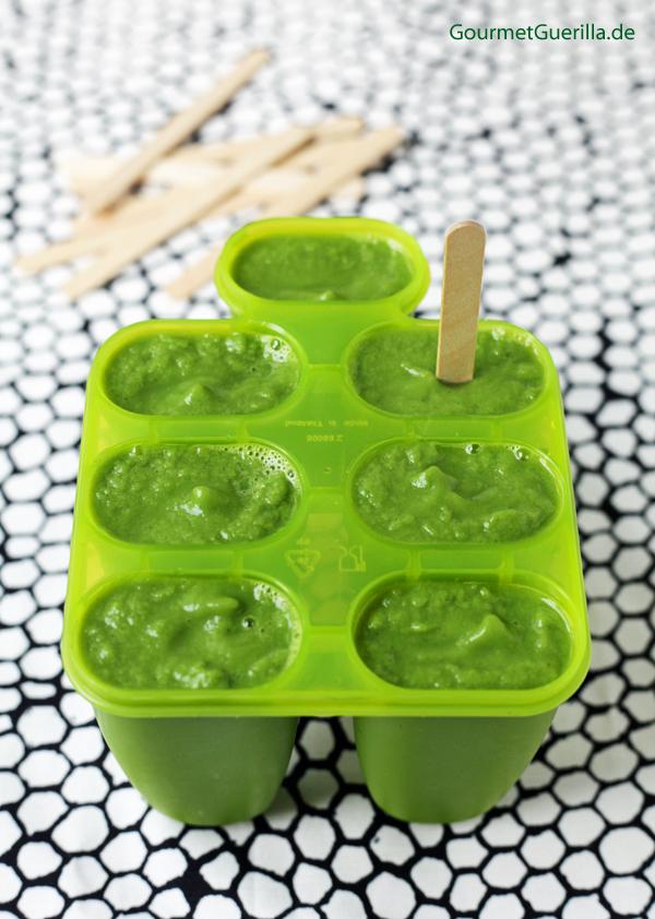 Green Smoothie am Stiel im Mixer #rezept #vegan #gourmetguerilla #eis #augenmaske