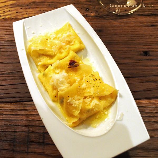 Drei Ravioli mit unterschiedlich gereiften parmesan von Cornelia Poletto #gourmetguerilla #cucinapoletto #parmigianoreggiano