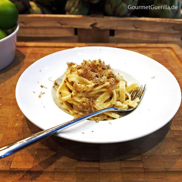 Pasta aus dem Parmesanlaib #gourmetguerilla #cucinapoletto #parmigianoreggiano