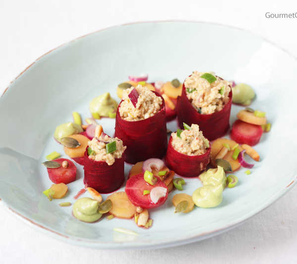 Bulgur, Rote Bete, eingelegte Möhren und Avokadocreme #rezept #vegan #gourmetguerilla
