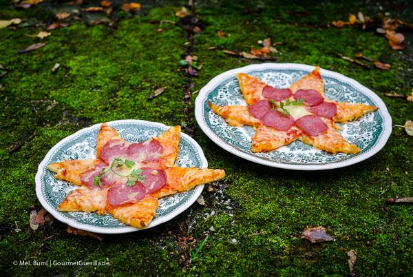 Weihnachtspizza: Knusprige Salami-Sterne |GourmetGuerilla.de