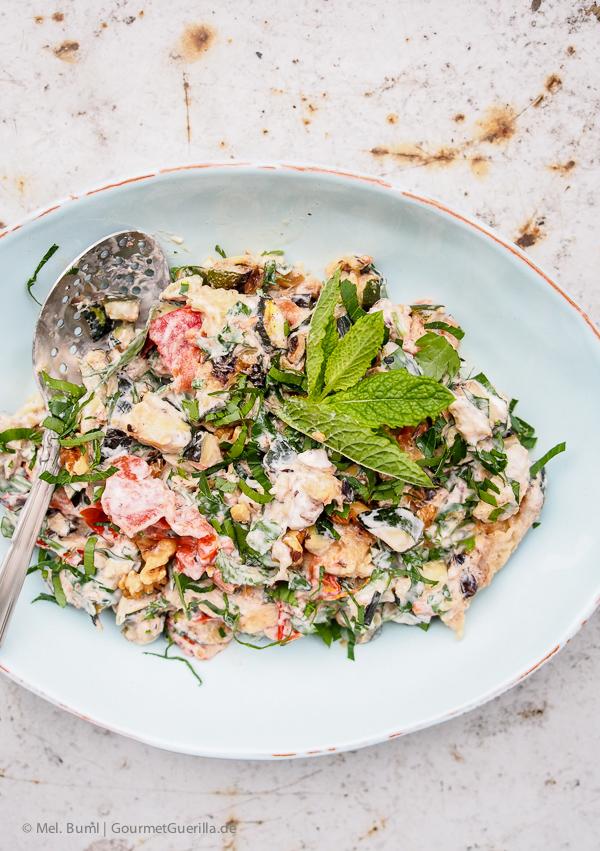 Ottolenghi Salat von gegrillter Zucchini mit Joghurt, Walnuessen und Minze |GourmetGuerilla.de