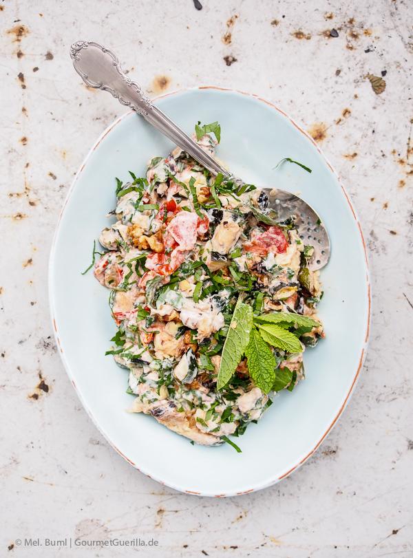 {Ottolenghi} Salat von gegrillter Zucchini mit Joghurt, Walnuessen und Minze |GourmetGuerilla.de