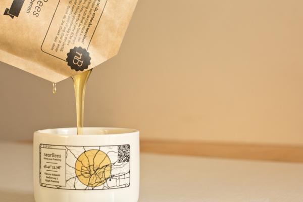 Honig im Briefumschlag nach Hause von nearBees |GourmetGuerilla.de