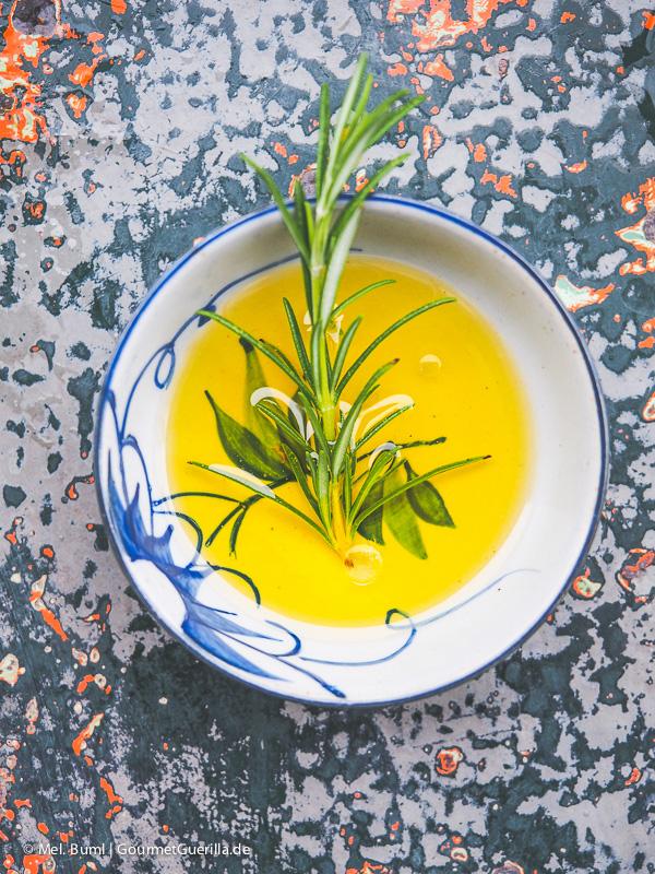 Olivenöl mit Kräutern |GourmetGuerilla.de