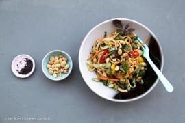 Asiatische Sommernudeln mit cremigem Erdnussdressing |GourmetGuerilla.de