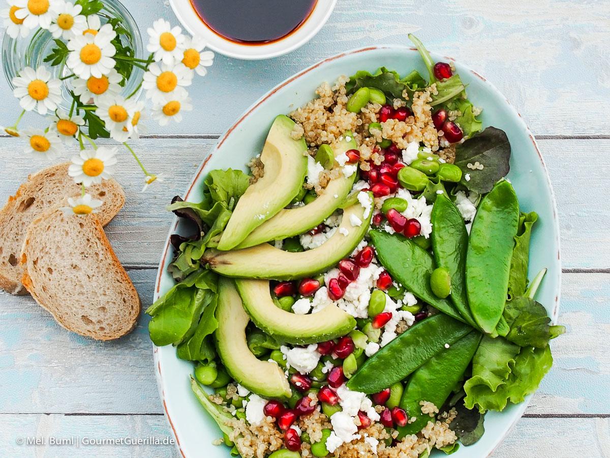 Power-Salat Green Spirit mit Edamame, Avocado, Zuckerschoten, Quinoa und Granatapfel |GourmetGuerilla.de