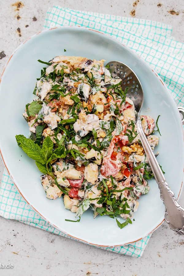 Salat von gegrillter Zucchini mit Joghurt, Walnuessen und Minze |GourmetGuerilla.de