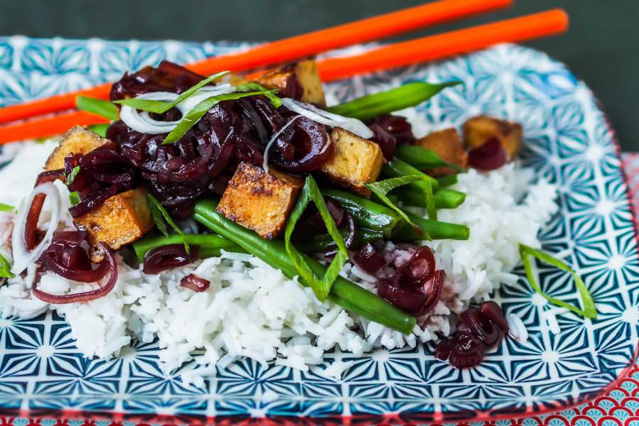Tofu auf Grünen Bohnen mit würziger Trauben-Ingwer-Soße |GourmetGuerilla.de