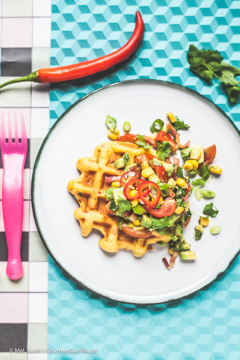 Frühstückswaffel Fiesta Mexicana mit Bacon und Avocado-Salsa |GourmetGuerilla.de