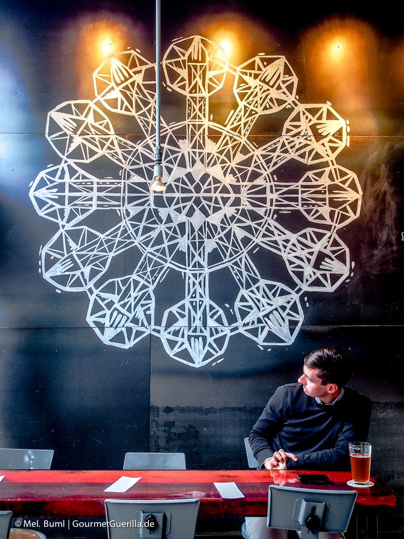 Wanddeko Stillwell Craft Beer Bar in Halifax Kanada |GourmetGuerilla.de
