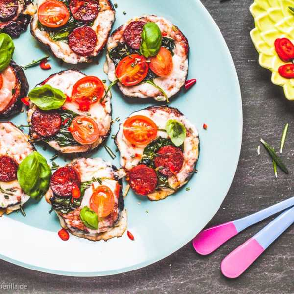 Auberginen Mini-Pizzen mit Provolone, Chorizo und Spinat |GourmetGuerilla.de
