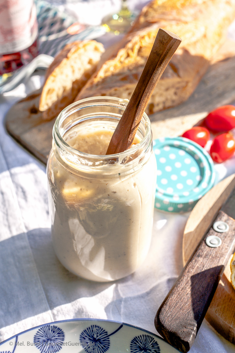 vegane picknick ideen bohnen mandelmus auf crostini zucchinisalat carbonara und kokos. Black Bedroom Furniture Sets. Home Design Ideas