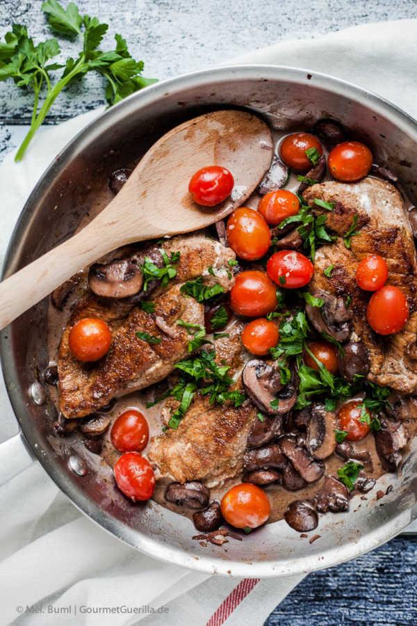 {Low Carb} Betrunkene Hähnchenschnitzel Masala mit Champignons und Tomaten