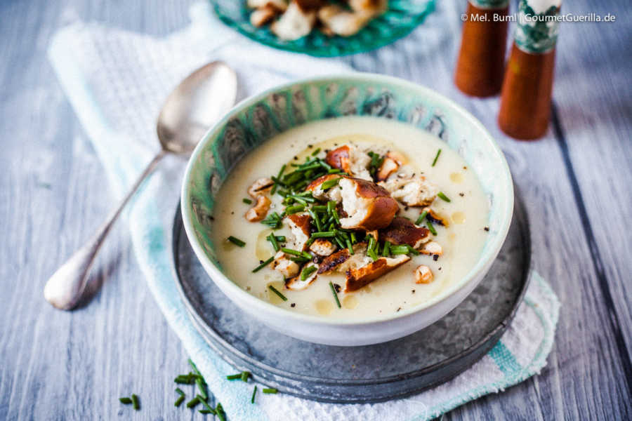 Winterliche Kartoffelsuppe mit Gewürzbutter und Brezelcroutons | GourmetGuerilla.de-1136.jpg