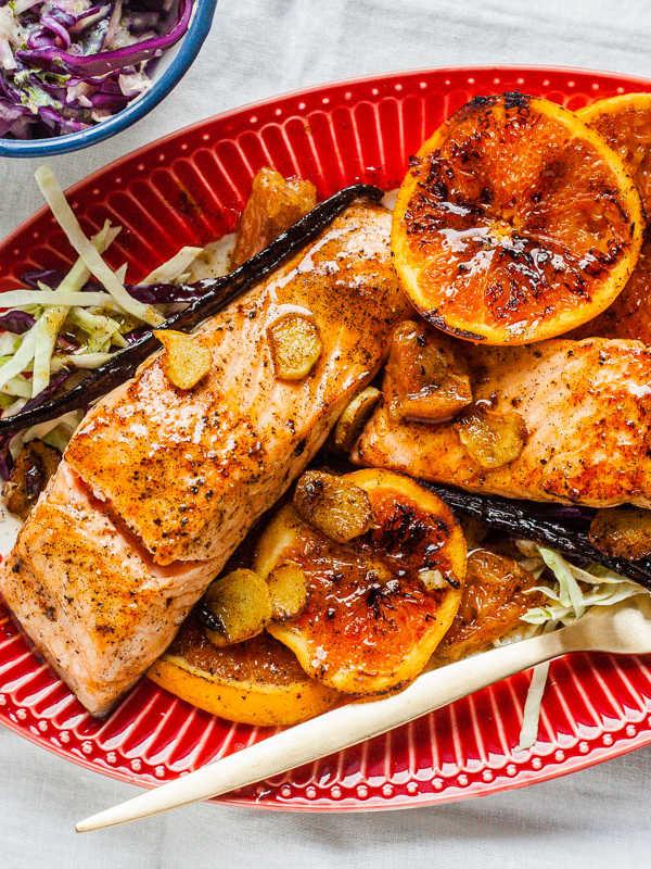 Gebratener Lachs mit Vanille, Orangen und Buttermilch-Krautsalat | GourmetGuerilla.de