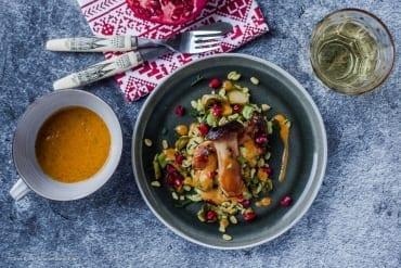Winterlicher Salat mit Rosenkohl, Weizen, gebratenen Pilzen und Senf-Chili-Dressing |GourmetGuerilla.de
