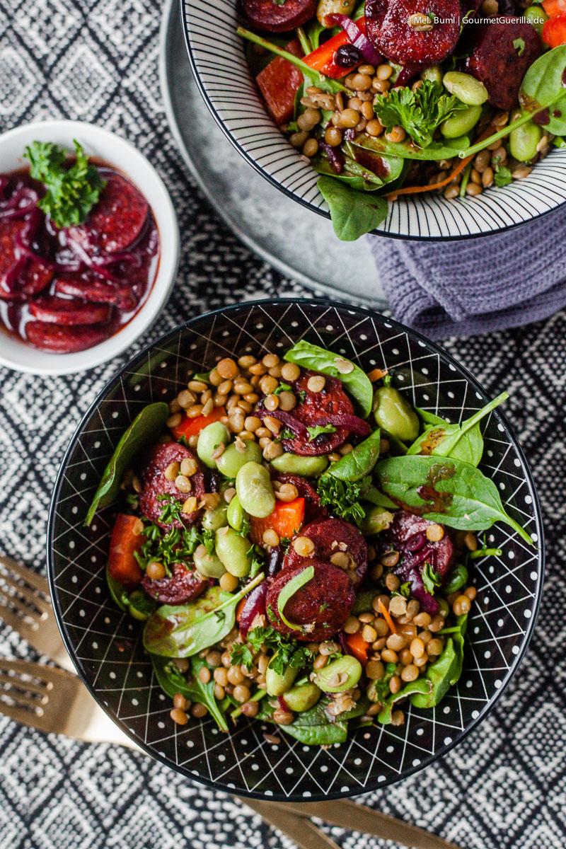 Rezept für Linsensalat mit Kolbász, Edamame, Babyspinat und pikantem Johannisbeer-Dressing |GourmetGuerilla.de