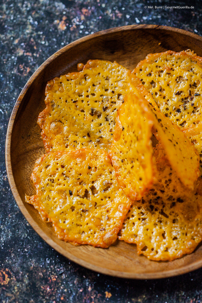 Low Carb Knabberkram Bacon-Chips, Cheddar-Cracker und Vindaloo-Cashews |GourmetGuerilla.de