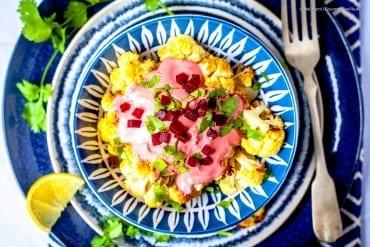 Im Ofen gebackener Blumenkohl mit Pretty Pink Tahina Sauce |GourmetGuerilla.de