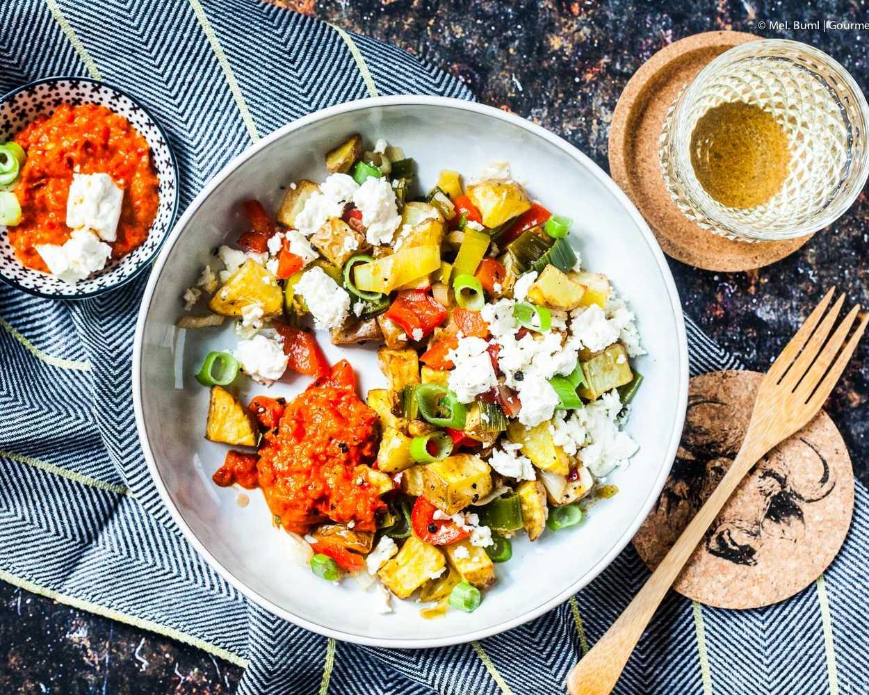 Gebackener Kartoffelsalat mit Feta und Aiwar –fix aus dem Airfryer |GourmetGuerilla.de