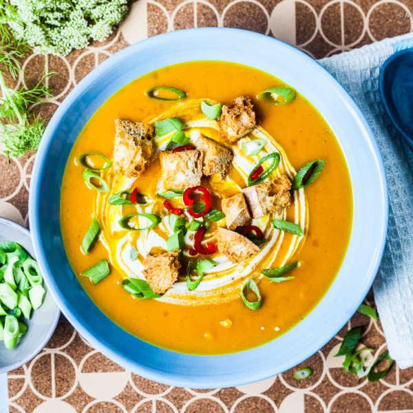 Kürbissuppe a la Dagmar mit Orange, Curry und einem Hauch Chili | GourmetGuerilla.de